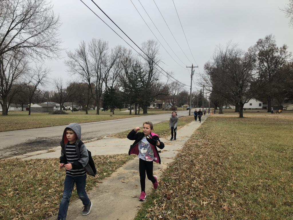 2nd graders running laps at the Turkey Trot!